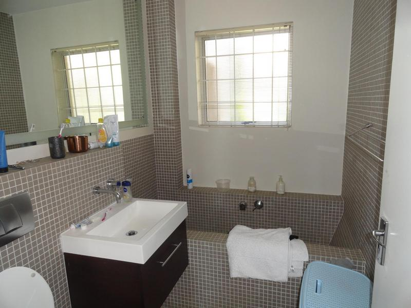 Property For Rent in Vredehoek, Cape Town 10