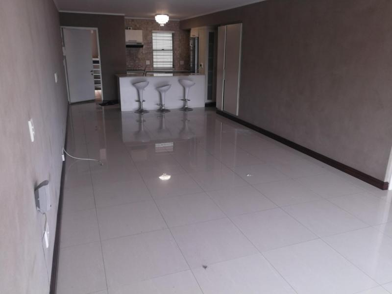 Property For Rent in Sea Point, Cape Town 10