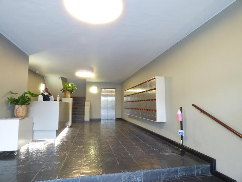 Property For Rent in Green Point, Cape Town 20