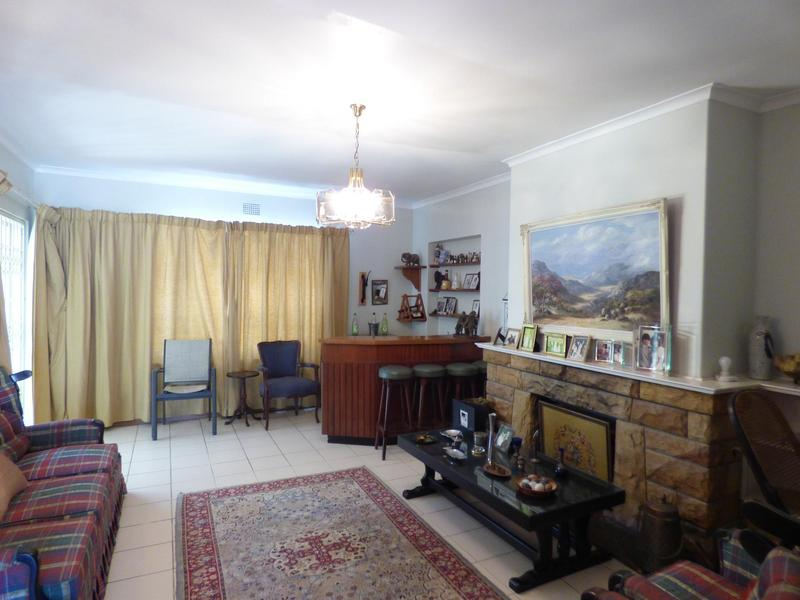 Property For Sale in Constantia, Cape Town 4