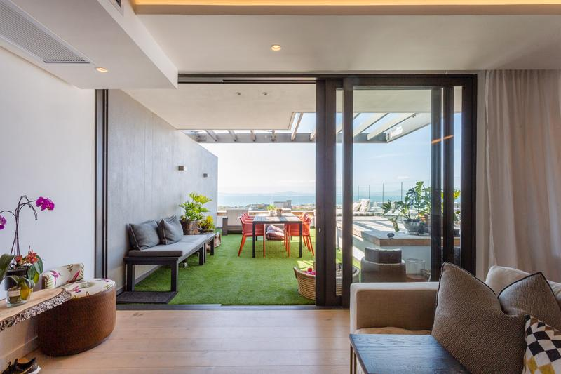Apartment / Flat For Sale in Green Point Upper, Cape Town